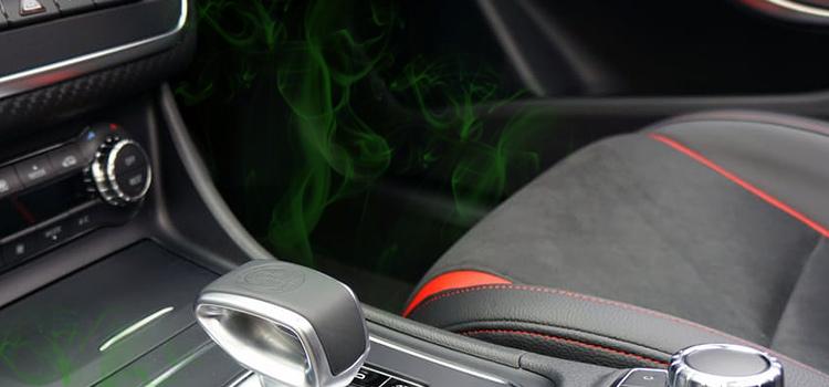 Unangenehme Gerüche im Auto beseitigen