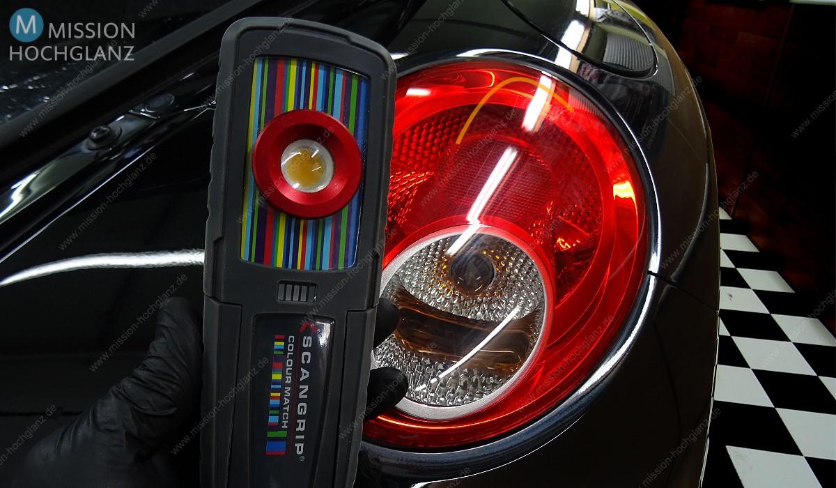 Rückleuchten auf Hochglanz polieren - Swirls mit LED-Leuchte erkennen